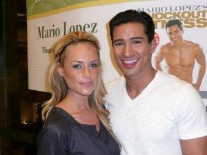 mario lopez book signing 039